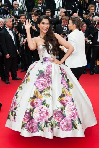 #FABLIST: Sonam Kapoor sizzles at Cannes 2014