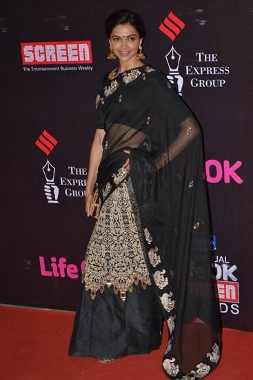 Deepika-Padukone-in-Jade-Screen-Awards-2015