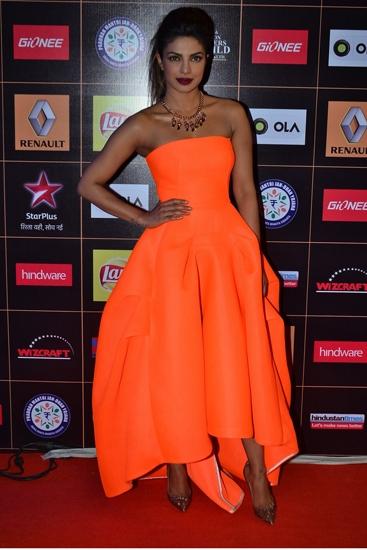 PriyankaChopra_StarGuildAwards2015